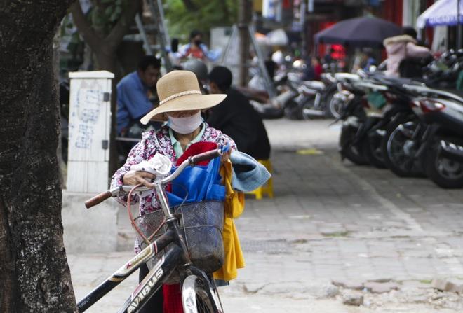 Hà Nội: Xuất hiện nhiều tủ quần áo 0 đồng dành cho người nghèo - 12
