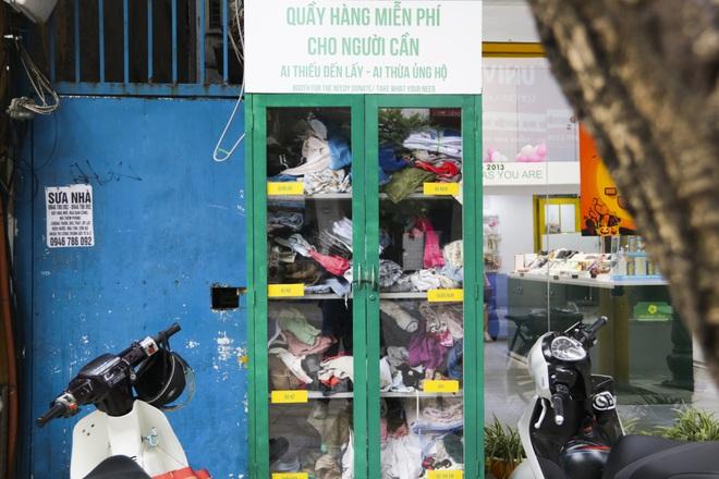 Hà Nội: Xuất hiện nhiều tủ quần áo 0 đồng dành cho người nghèo - 2