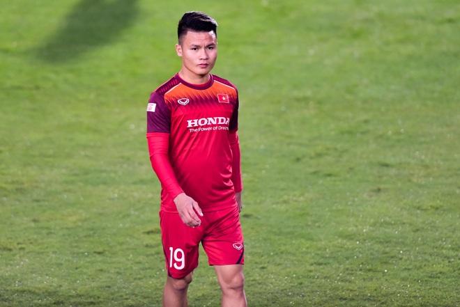 HLV Park Hang Seo hỏi thăm Quang Hải, tự tay kiểm tra vết thương Thành Chung - 4
