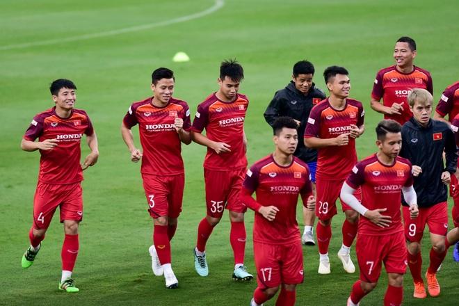 HLV Park Hang Seo hỏi thăm Quang Hải, tự tay kiểm tra vết thương Thành Chung - 15