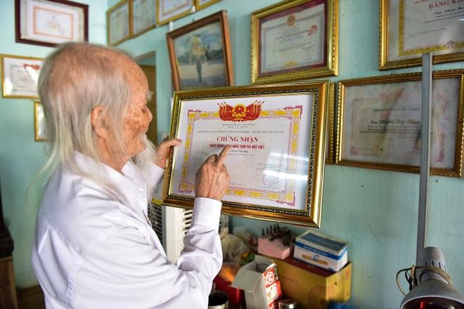 """Chuyện về """"ông Tiên"""" 97 tuổi có một không hai dưới chân núi Tản - 8"""