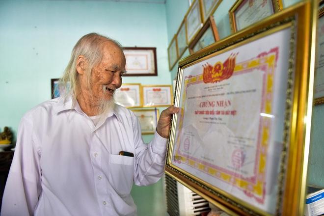 """Chuyện về """"ông Tiên"""" 97 tuổi có một không hai dưới chân núi Tản - 10"""