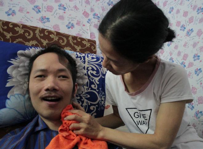 Người vợ 10 năm chăm chồng bại liệt và câu chuyện tình yêu khiến nhiều người rơi lệ - 7