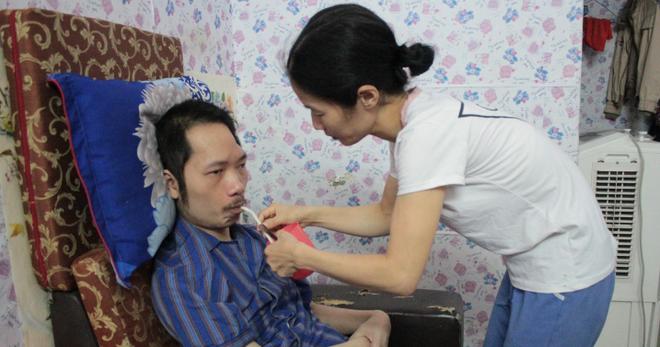 Người vợ 10 năm chăm chồng bại liệt và câu chuyện tình yêu khiến nhiều người rơi lệ - 8
