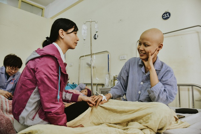 Nữ sinh vượt bạo bệnh đi thi Hoa khôi Ngoại thương:  Tôi đẹp nhất khi tôi tự tin, kể cả khi đầu trọc! - 8