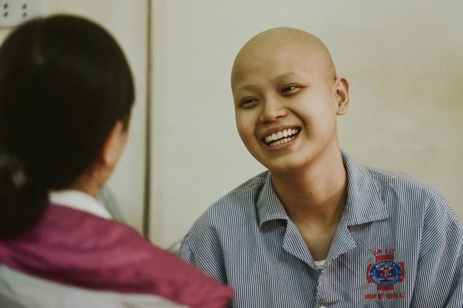 Nữ sinh vượt bạo bệnh đi thi Hoa khôi Ngoại thương:  Tôi đẹp nhất khi tôi tự tin, kể cả khi đầu trọc! - 7
