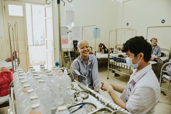 Nữ sinh vượt bạo bệnh đi thi Hoa khôi Ngoại thương:  Tôi đẹp nhất khi tôi tự tin, kể cả khi đầu trọc! - 12