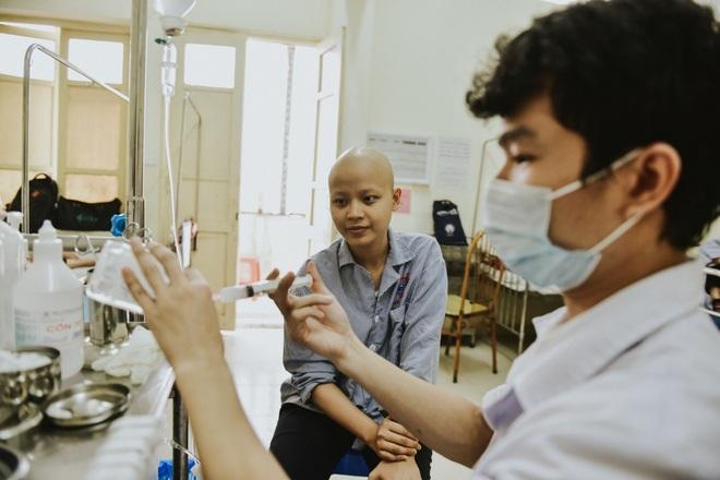 Nữ sinh vượt bạo bệnh đi thi Hoa khôi Ngoại thương:  Tôi đẹp nhất khi tôi tự tin, kể cả khi đầu trọc! - 13