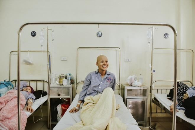 Nữ sinh vượt bạo bệnh đi thi Hoa khôi Ngoại thương:  Tôi đẹp nhất khi tôi tự tin, kể cả khi đầu trọc! - 10