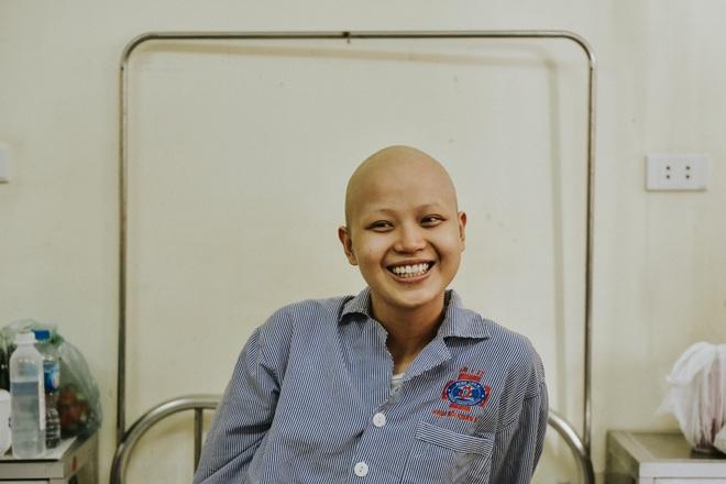 Nữ sinh vượt bạo bệnh đi thi Hoa khôi Ngoại thương:  Tôi đẹp nhất khi tôi tự tin, kể cả khi đầu trọc! - 11