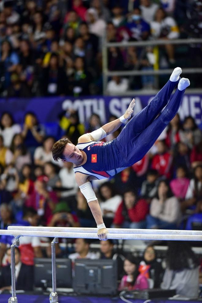 Những khoảnh khắc ấn tượng trong môn thi Thể dục dụng cụ - 11