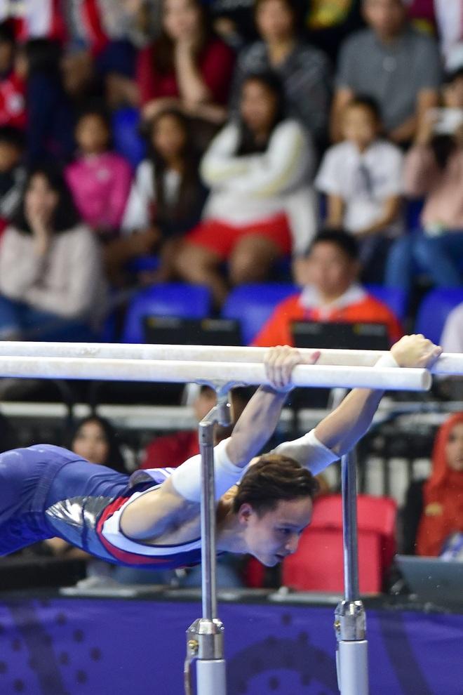 Những khoảnh khắc ấn tượng trong môn thi Thể dục dụng cụ - 10