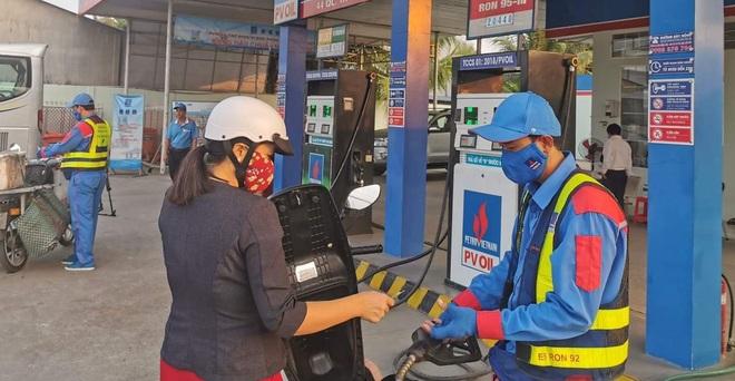 Giá xăng dầu lại đồng loạt tăng sau thời gian đứng im - 1