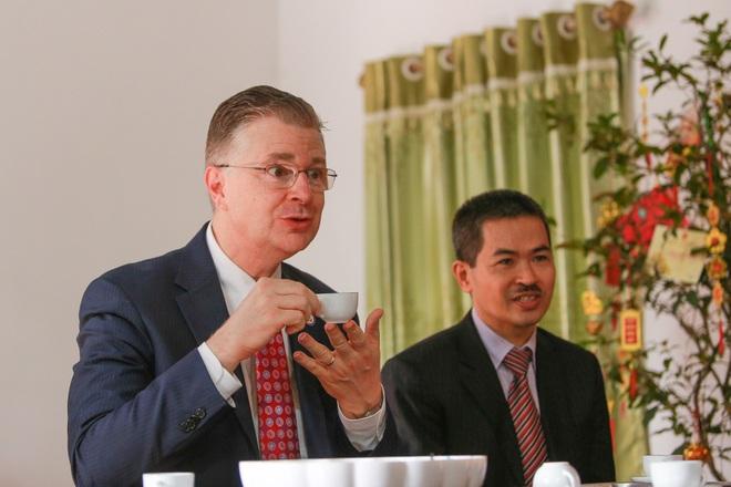 Đại sứ Mỹ thả cá chép, chúc mừng năm mới bằng tiếng Việt - 5
