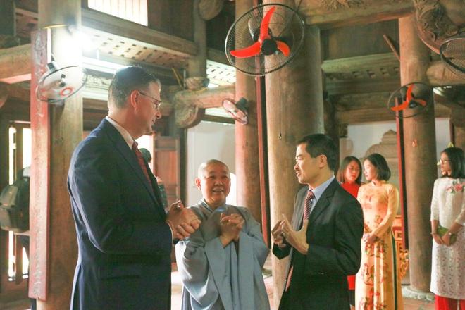 Đại sứ Mỹ thả cá chép, chúc mừng năm mới bằng tiếng Việt - 12