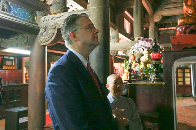 Đại sứ Mỹ thả cá chép, chúc mừng năm mới bằng tiếng Việt - 11