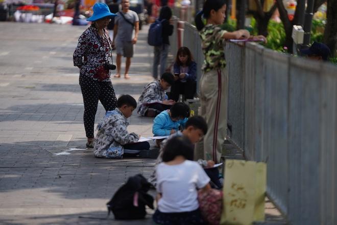 Mãn nhãn ngắm đường hoa Nguyễn Huệ trước giờ G - 6