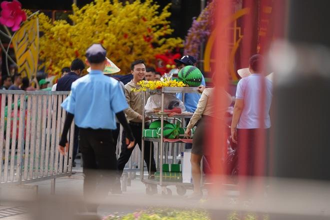 Mãn nhãn ngắm đường hoa Nguyễn Huệ trước giờ G - 5