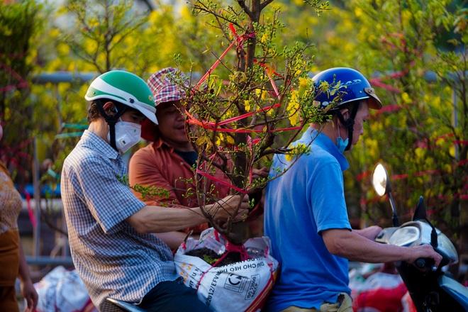 Một lần đi chợ hoa trên bến dưới thuyền độc, lạ nhất Sài Gòn - 23