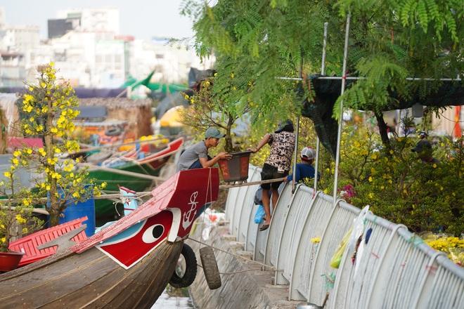 Một lần đi chợ hoa trên bến dưới thuyền độc, lạ nhất Sài Gòn - 36