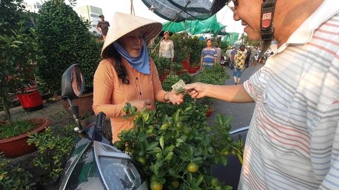 Một lần đi chợ hoa trên bến dưới thuyền độc, lạ nhất Sài Gòn - 10