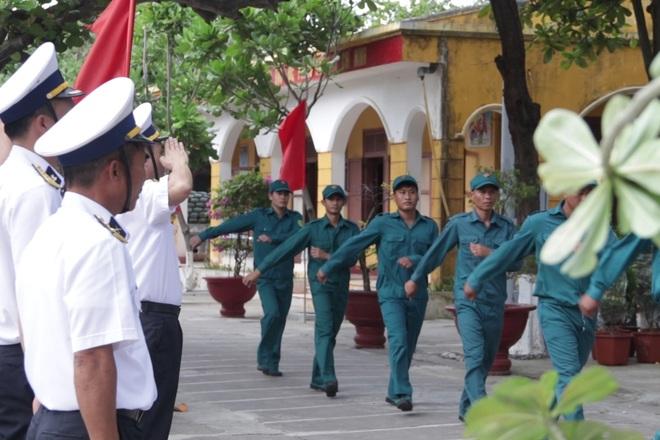 Thiêng liêng lễ chào cờ đầu năm mới tại Trường Sa - 14