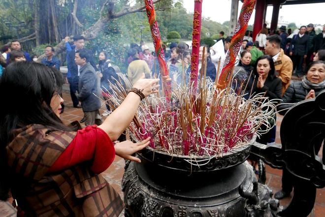 Cảnh lễ đền dưới mưa xuân tuyệt đẹp ở Hà Nội ngày mùng 1 Tết - 11
