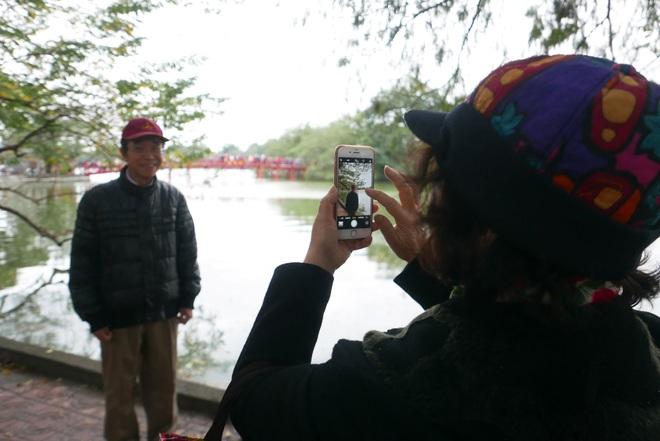 Cảnh lễ đền dưới mưa xuân tuyệt đẹp ở Hà Nội ngày mùng 1 Tết - 22