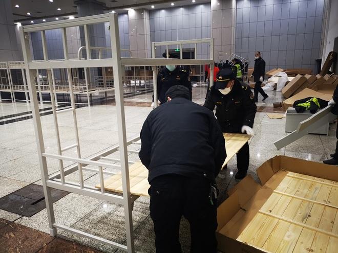 Trung Quốc biến nhà thi đấu, trung tâm hội nghị thành bệnh viện dã chiến - 11