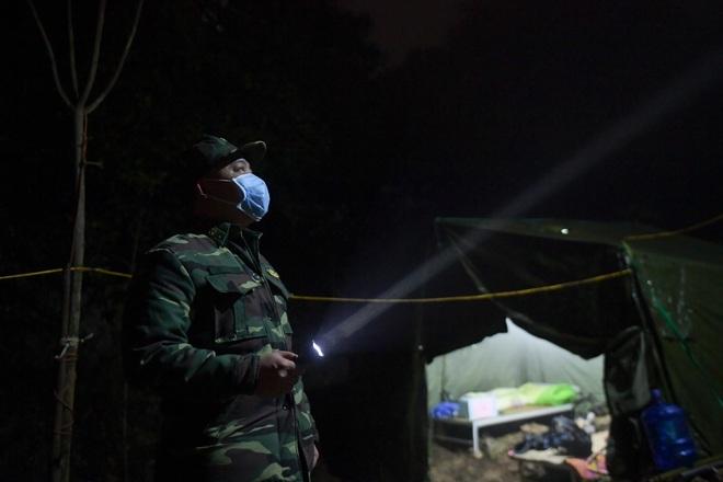 Những chiến sĩ đắp đá làm giường, ròng rã nơi biên giới chống dịch corona - 3