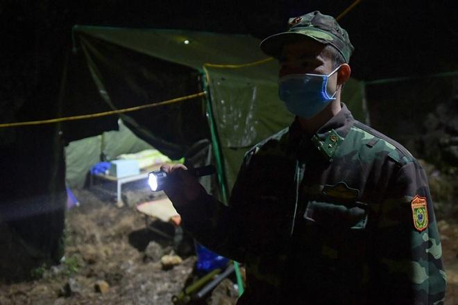 Những chiến sĩ đắp đá làm giường, ròng rã nơi biên giới chống dịch corona - 2