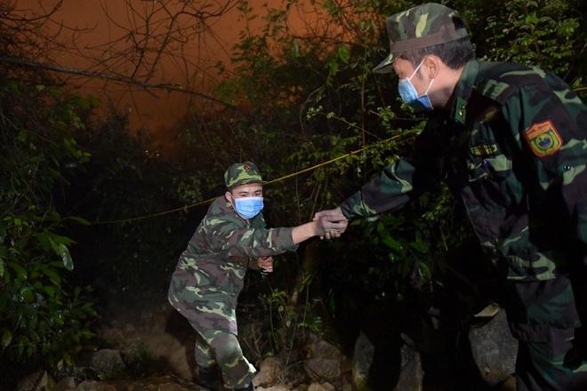 Những chiến sĩ đắp đá làm giường, ròng rã nơi biên giới chống dịch corona - 6