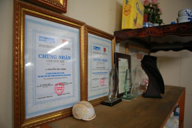 Chàng trai khiếm thính dạy cắt tóc miễn phí cho người khuyết tật ở Hà Nội - 10
