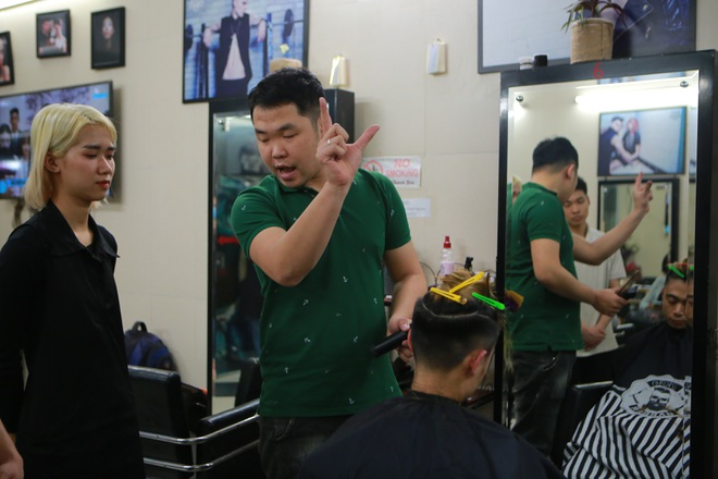 Chàng trai khiếm thính dạy cắt tóc miễn phí cho người khuyết tật ở Hà Nội - 3