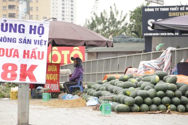 Hà Nội: Lấy mác giải cứu nông sản để chiếm vỉa hè nhiều tuyến phố - 8