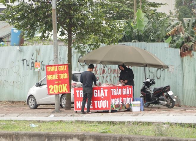 Hà Nội: Lấy mác giải cứu nông sản để chiếm vỉa hè nhiều tuyến phố - 24
