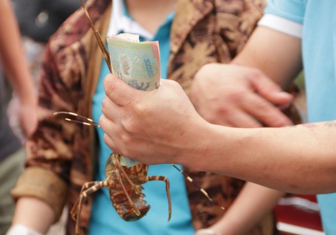 Hà Nội: Lấy mác giải cứu nông sản để chiếm vỉa hè nhiều tuyến phố - 20