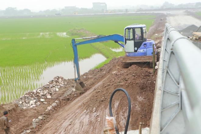 Cận cảnh cây cầu nghìn tỷ vượt sông Ninh Cơ chuẩn bị thông xe - 14