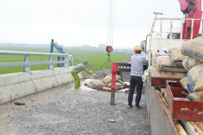 Cận cảnh cây cầu nghìn tỷ vượt sông Ninh Cơ chuẩn bị thông xe - 10