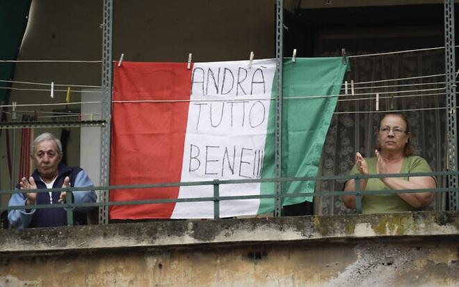 Bị phong tỏa cả nước, người Italia giao tiếp qua ban công  - 13