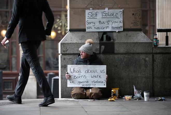 """Người vô gia cư chật vật sinh tồn giữa """"bão"""" Covid-19 càn quét toàn cầu - 9"""