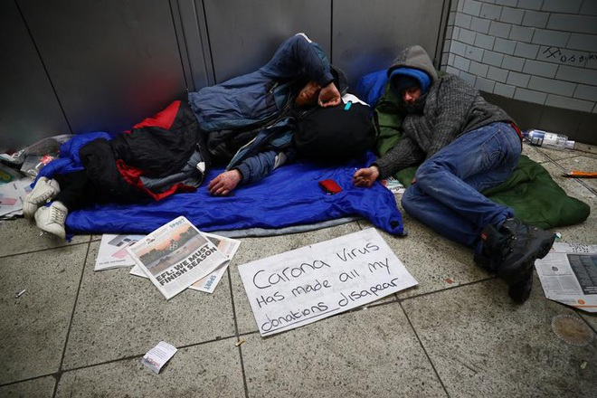 """Người vô gia cư chật vật sinh tồn giữa """"bão"""" Covid-19 càn quét toàn cầu - 10"""