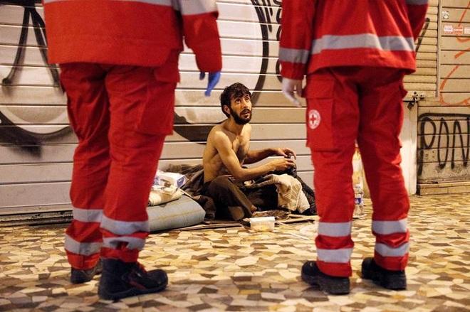 """Người vô gia cư chật vật sinh tồn giữa """"bão"""" Covid-19 càn quét toàn cầu - 17"""