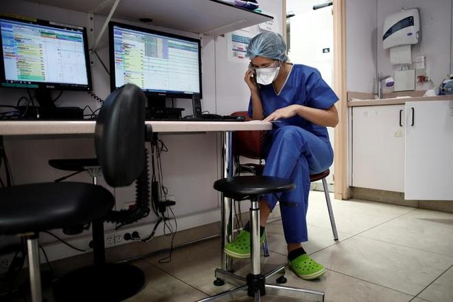 Những người giành giật sự sống cho bệnh nhân bên trong bệnh viện Pháp - 7