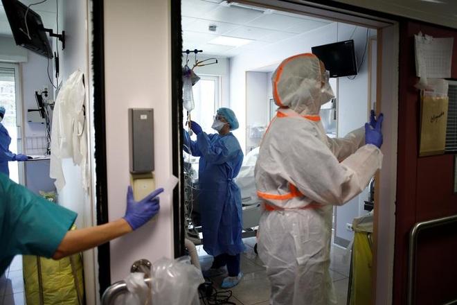 Những người giành giật sự sống cho bệnh nhân bên trong bệnh viện Pháp - 13