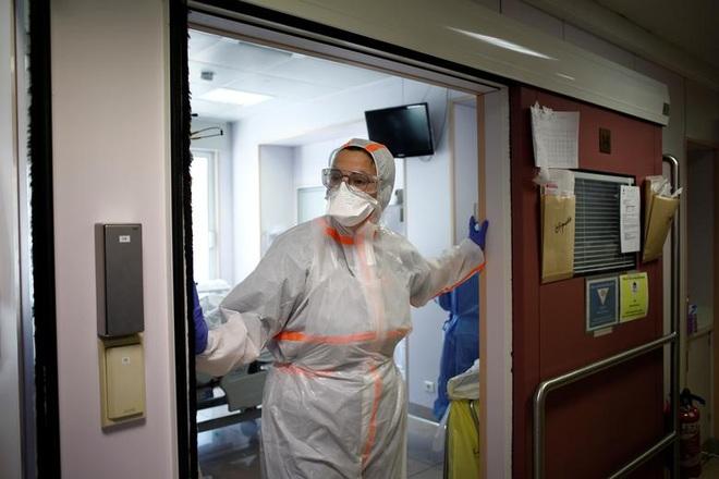 Những người giành giật sự sống cho bệnh nhân bên trong bệnh viện Pháp - 15