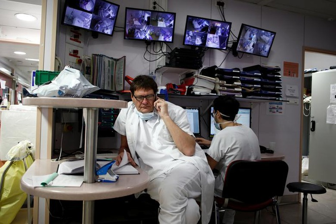 Những người giành giật sự sống cho bệnh nhân bên trong bệnh viện Pháp - 14