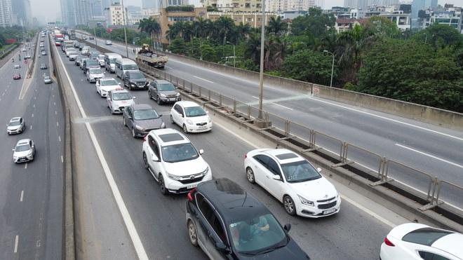 Hà Nội: Hình ảnh ô tô không lối thoát tại đường vành đai 3 trên cao - 13