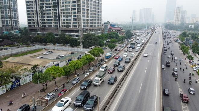 Hà Nội: Hình ảnh ô tô không lối thoát tại đường vành đai 3 trên cao - 12