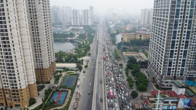Hà Nội: Hình ảnh ô tô không lối thoát tại đường vành đai 3 trên cao - 8